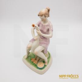 Hollóházi porcelán - Libatömő lány